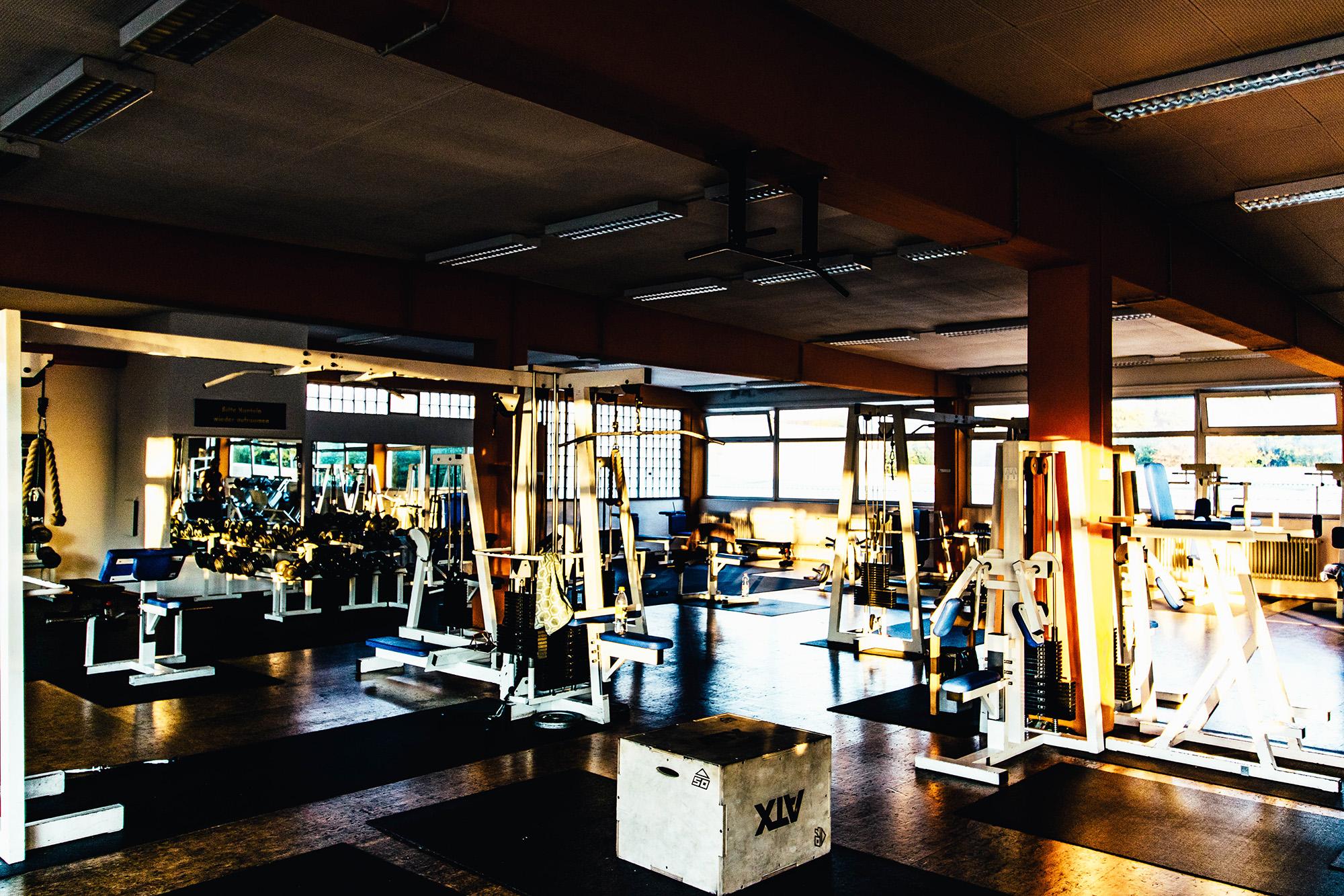 Genug Platz für alle Bei uns findest du auf ca. 2500 qm alles was dein Fitness Herz begehrt.